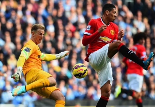 Wayne Rooney: Untuk Bermain Bagus Lagi Smalling Akan Belajar