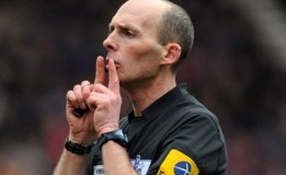 Mike Dean Memimpin Derby Tyne-Wear