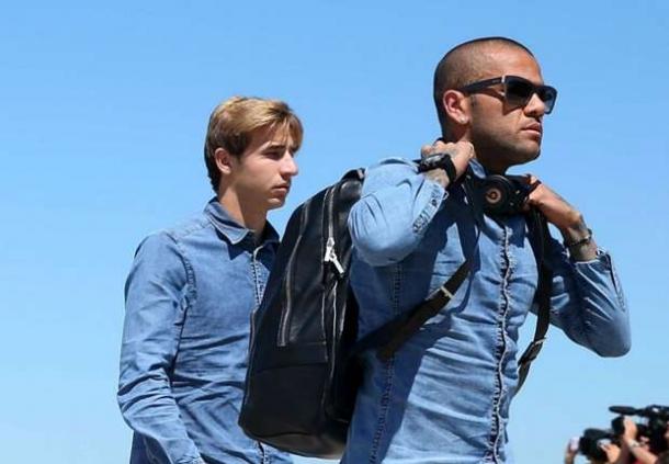 Dani Alves: Bakal Senang Bergabung Dengan AC Milan