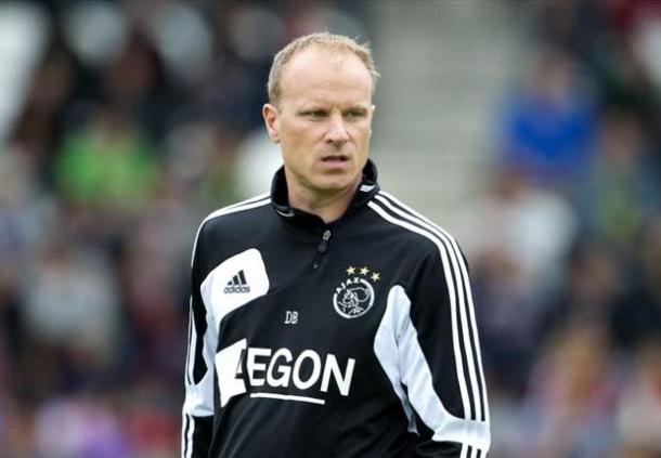 Dennis Bergkamp Masih Tak Siap Tangani Klub