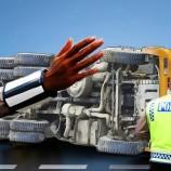 Kecelakaan Truk Serta Mobil Sebabkan 2 Orang Di Dalam Mobil Wafat