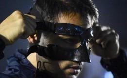 Andritany Ardhiyasa Melakukan Latihan Dengan Memakai Topeng Pelindung Wajah