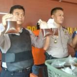 Polisi Grebeg Satu Toko Jamu, Ratusan Liter Miras Oplosan Disita