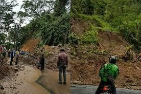 Tebing Sekitar 30 Mtr Di Jalan Palabuhanratu Longsor