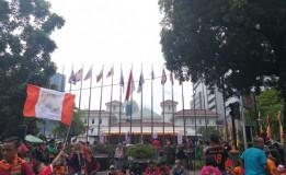 Rombongan Pawai Persija Juara Tiba di Balai Kota Disambut Anies