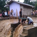 10 Rumah Warga Terendam Akibat Luapan Sungai Cisarua Sukabumi