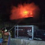 20 Unit Damkar Dikerahkan dalam Kebakaran Pasar Enjo di Jaktim